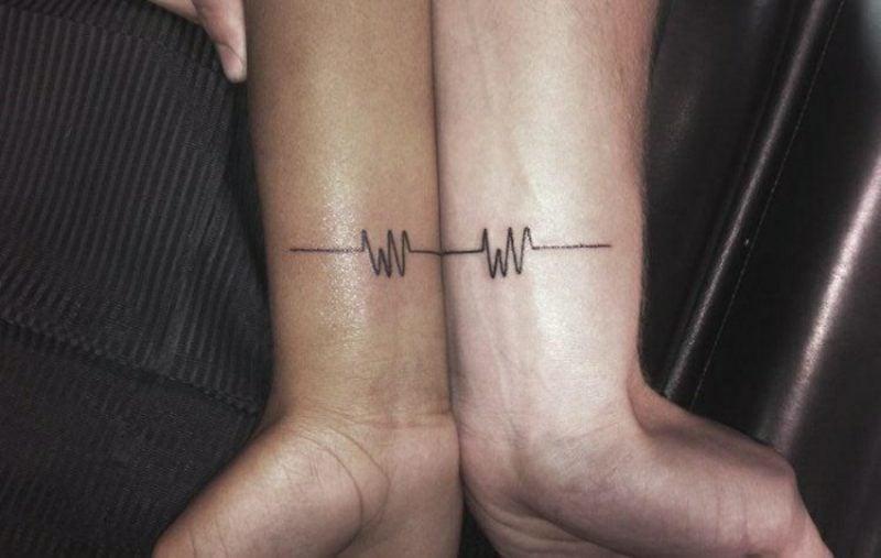 Partner Tattoos Puls Herzdiagramm