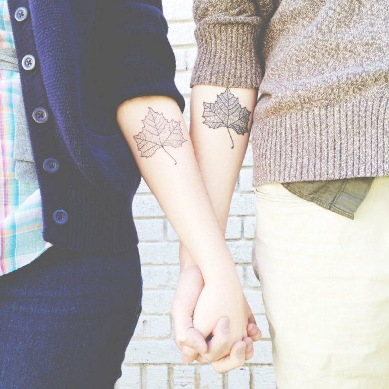 Partner Tattoos Laubblätter Ellenbogen