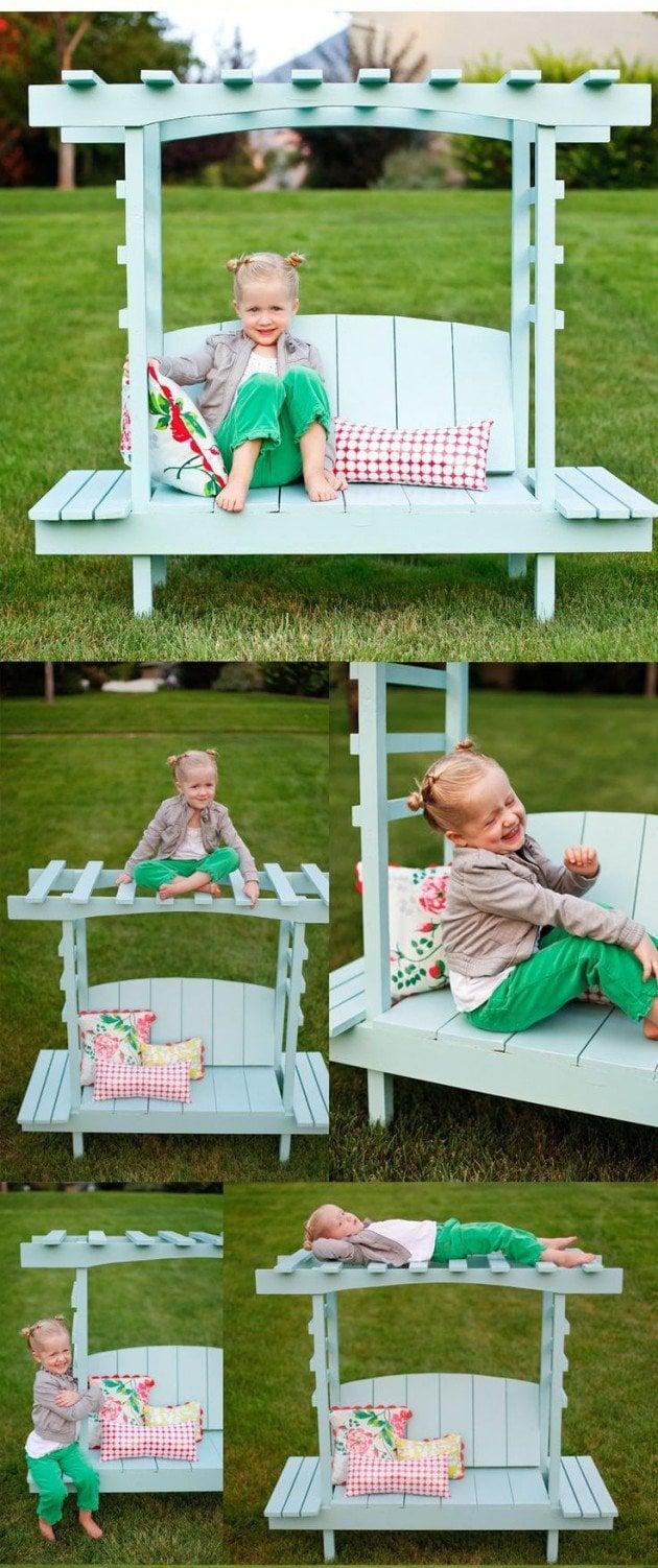 Bett aus Paletten im Garten für die Kinder