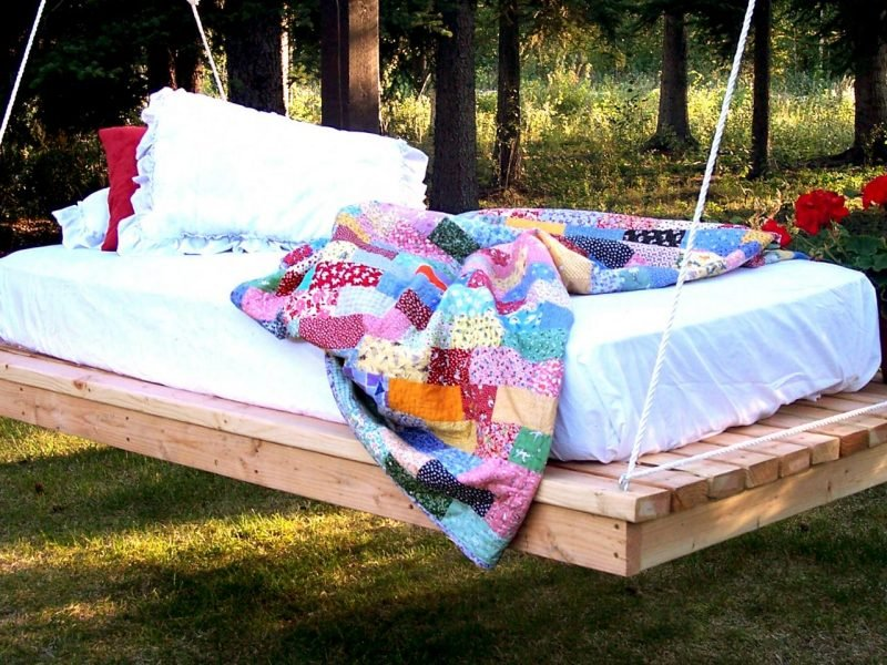 h ngebett selber bauen 44 diy ideen f r bett aus paletten im garten diy garten zenideen. Black Bedroom Furniture Sets. Home Design Ideas