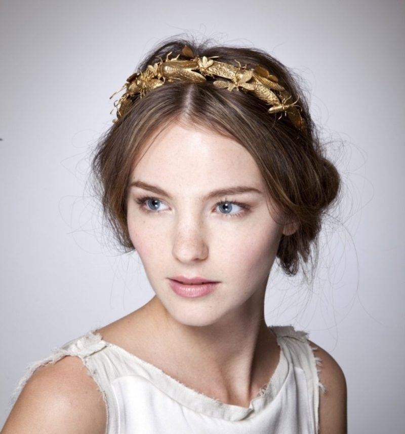 Frisuren mit Haarband goldenes Haarband Mittelscheitel