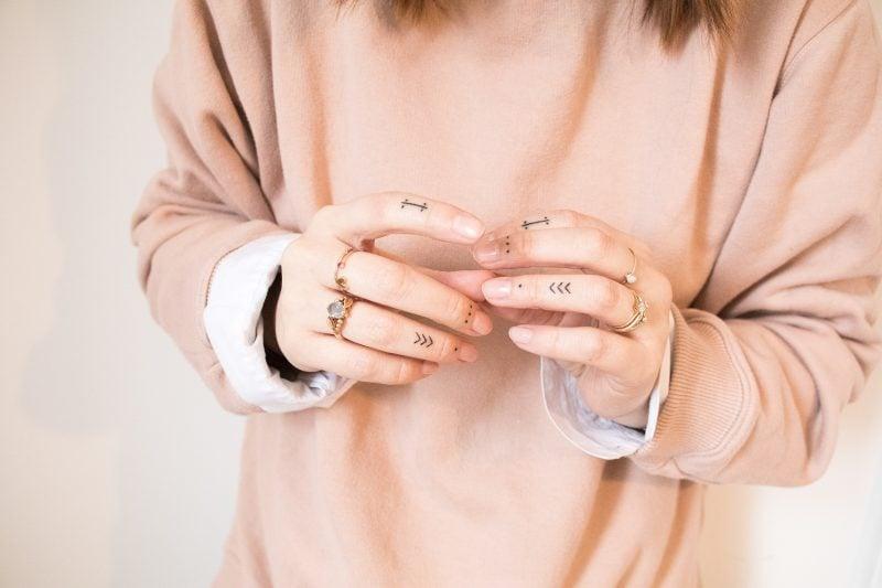 Finger Tattoo Pfeile