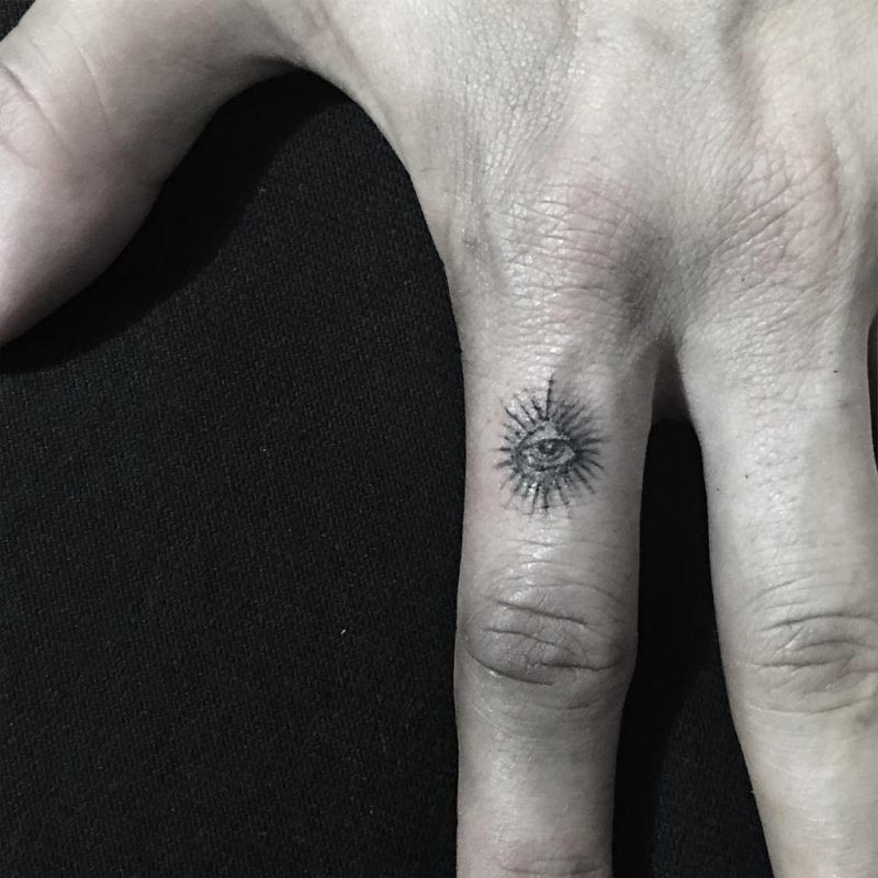 Finger Tattoo Auge