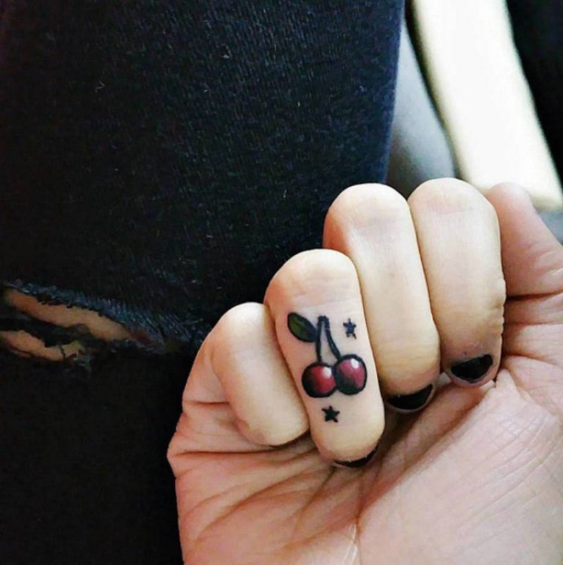 Finger Tattoo farbig Design