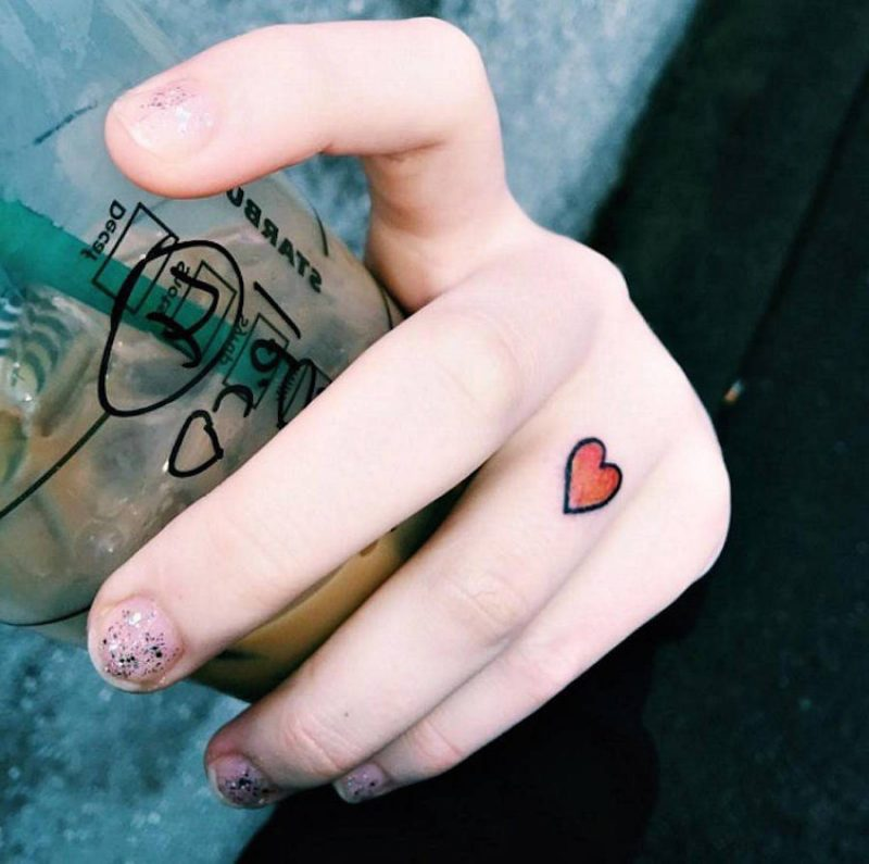 Finger Tattoo Herz Motiv