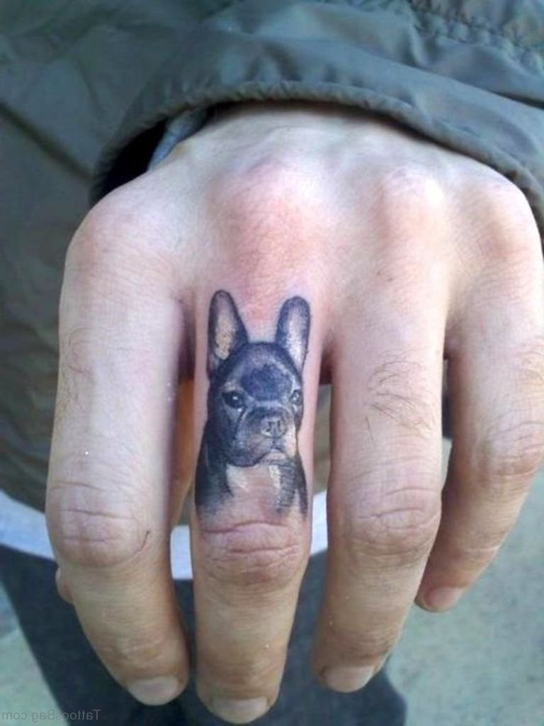 Finger Tattoo Hund