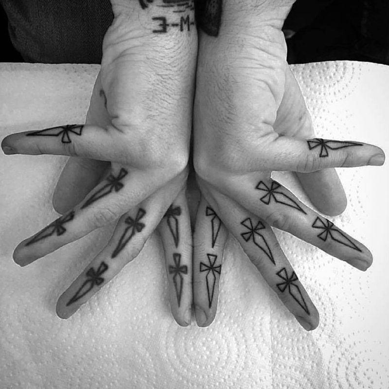 Finger Tattoo Handinnenfläche