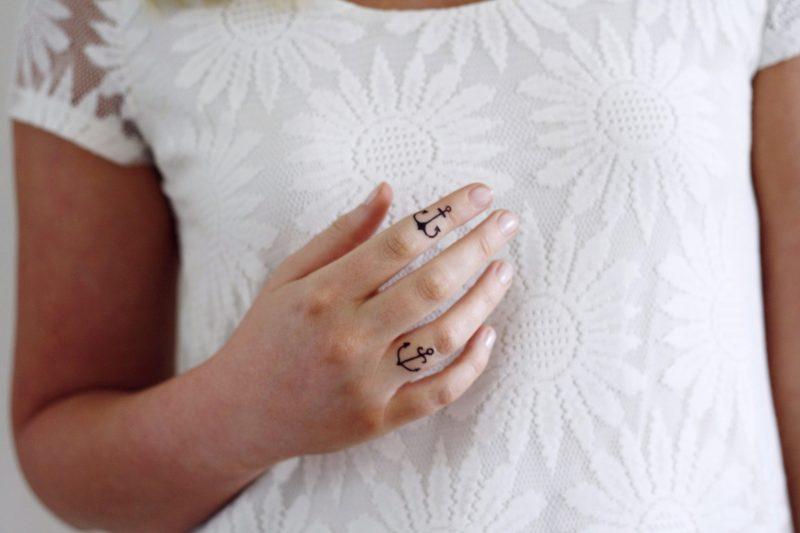 Finger Tattoo Anker Bedeutung