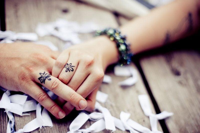 Finger Tattoo Paar Tattoos