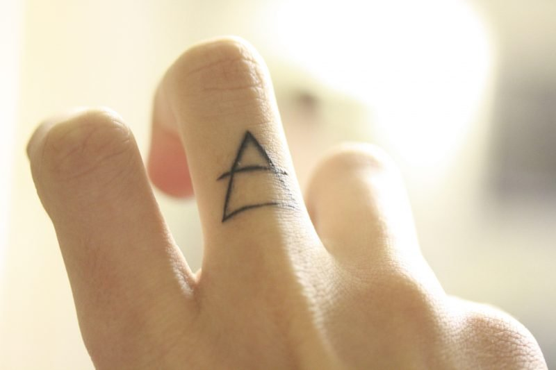 Finger Tattoo Dreieck