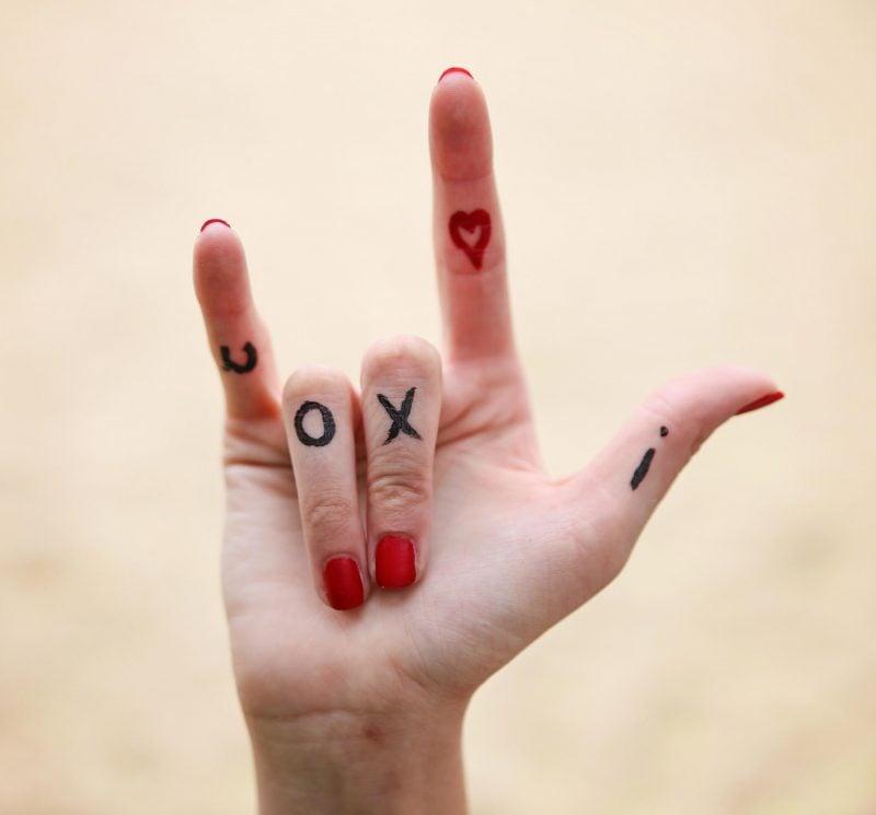 Finger Tattoo Liebe