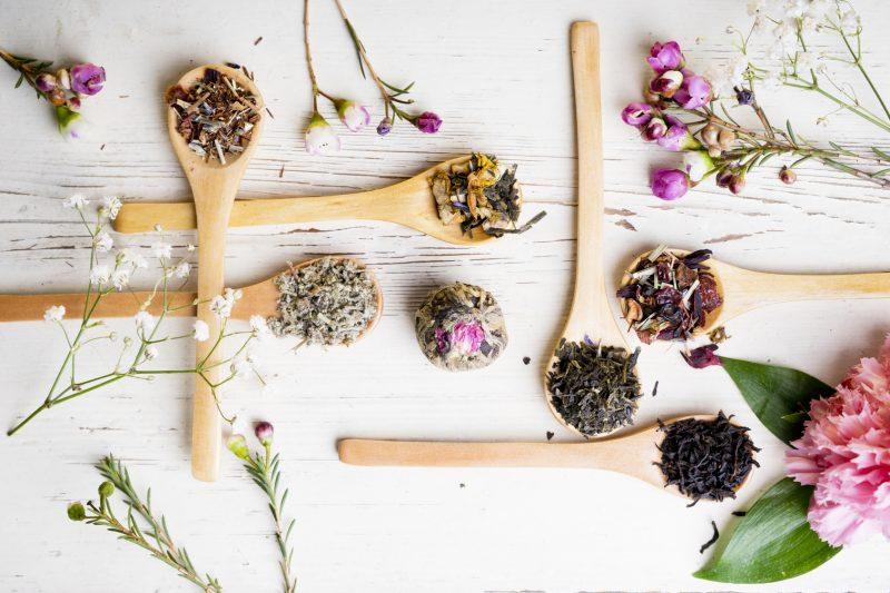 Ersetzen Sie die fertigen Teebeutel mit natürlichen Kräuter