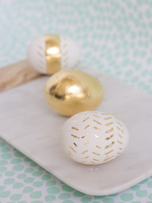 ostereier färben techniken ostereier bemalen eier färben ei mit zwiebelschale färben