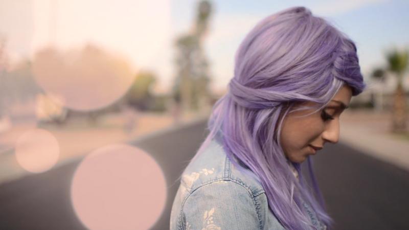 Lila Haare Haare In Knallfarben Sind In Frisurentrends Mode