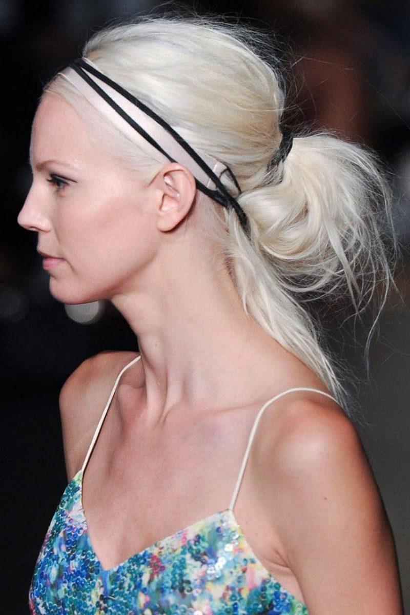 Frisur mit Haarband originell Pferdeschwanz