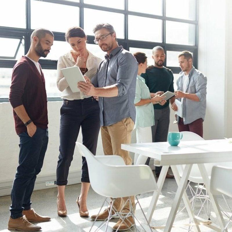 Business Casual Outfit Ideen für Damen und Herren