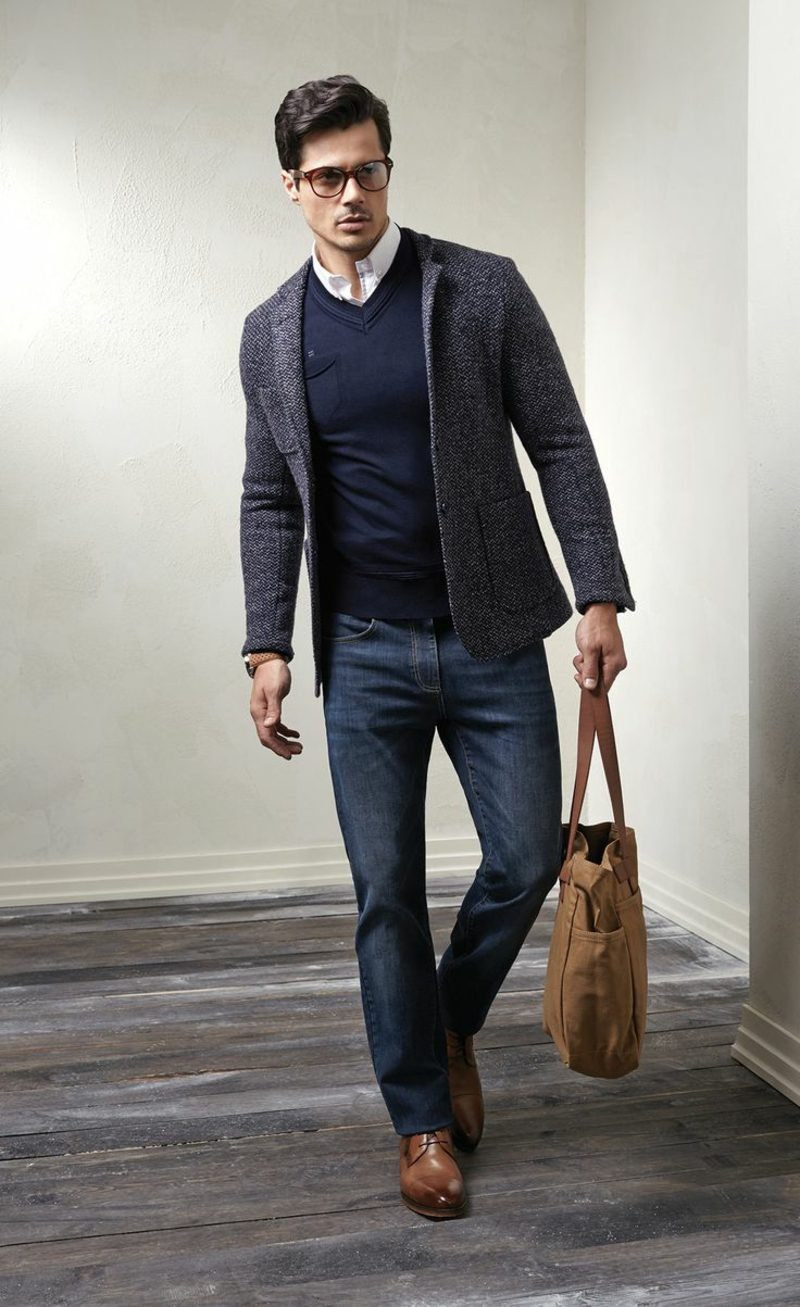 Dresscode Business Casual Mann Jeans braune Tasche und Schuhe