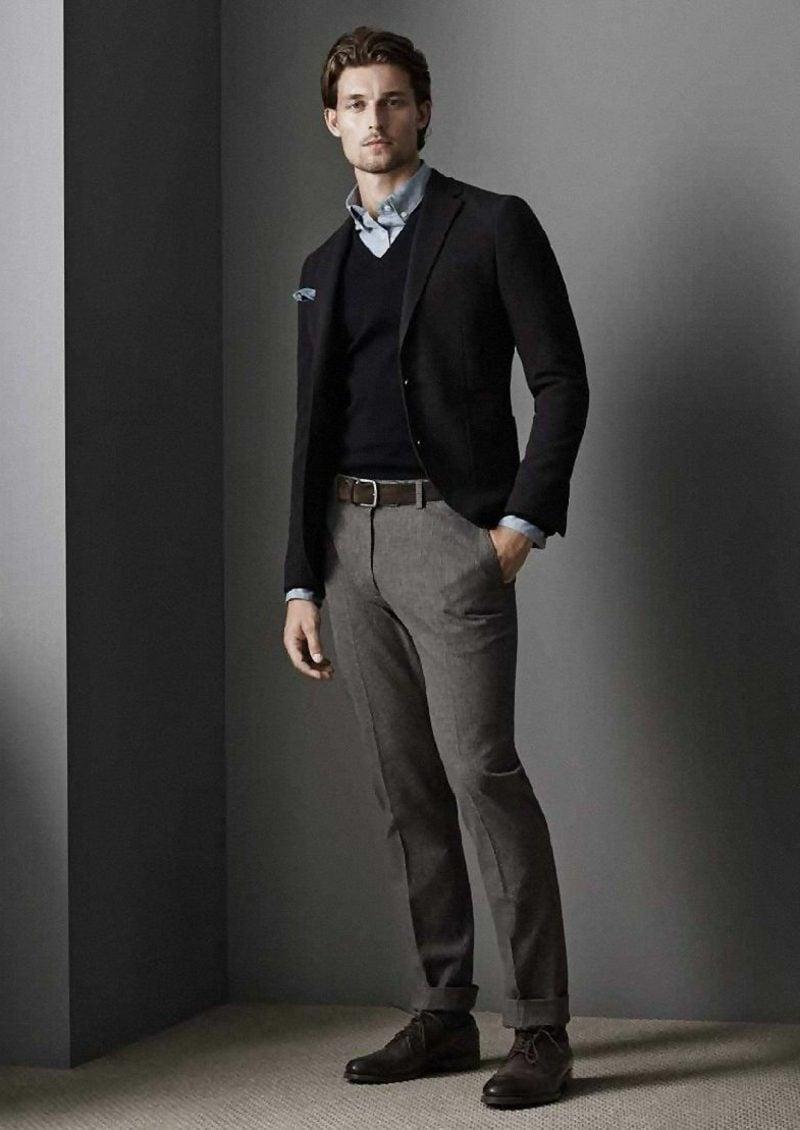 Mann Business Casual Outfit in Beige und Schwarz