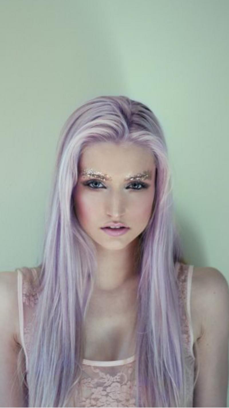 lila haare haare in knallfarben sind in frisurentrends. Black Bedroom Furniture Sets. Home Design Ideas