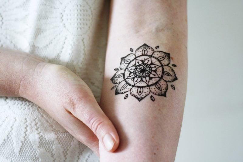 Mandala Tattoo auf Hand