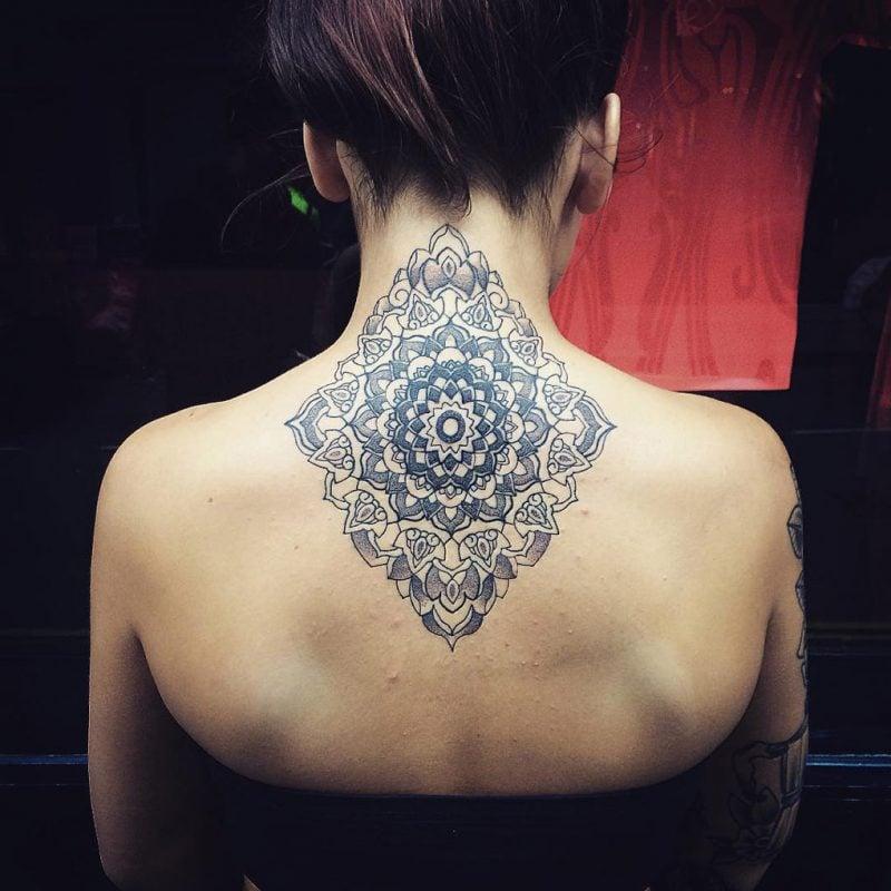 das spirituelle mandala tattoo 34 ideen mit magischer. Black Bedroom Furniture Sets. Home Design Ideas
