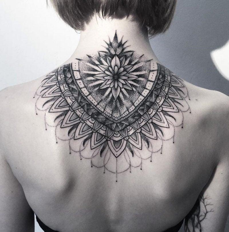 Mandala Tattoo Rucken Frauen