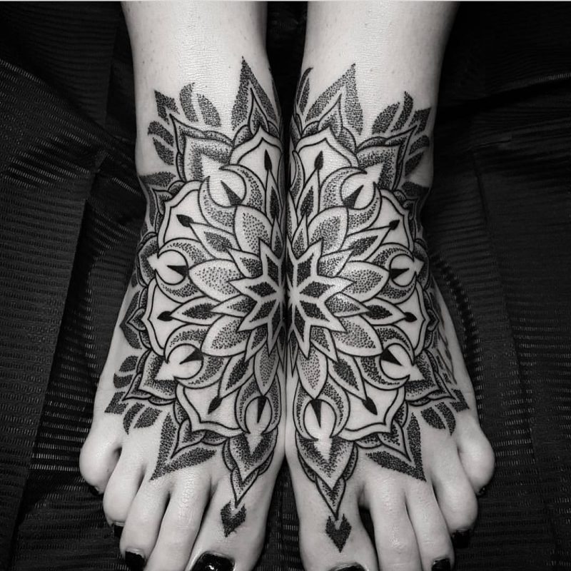 das spirituelle mandala tattoo 34 ideen mit magischer bedeutung tattoos zenideen. Black Bedroom Furniture Sets. Home Design Ideas