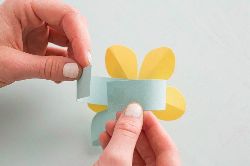 Serviettenringe aus Papier basteln! Hier die kostenlose Vorlage: