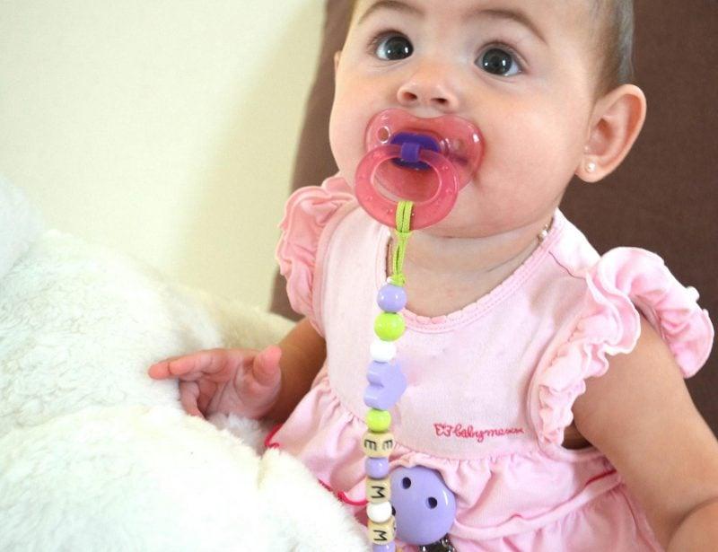 Personalisierte Schnullerkette mit Name - das beste Babygeschenk