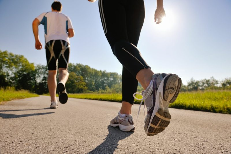 Joggen anfangen die passenden Sportschuhe finden