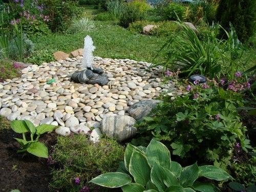 Garten gestalten springbrunnen als blickfang im eigenen for Garten selber gestalten