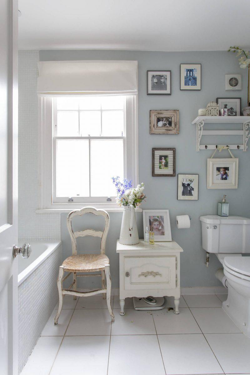 Erbstücke und Vintage-Möbel sind die Herzstücke im Shabby Chic Badezimmer