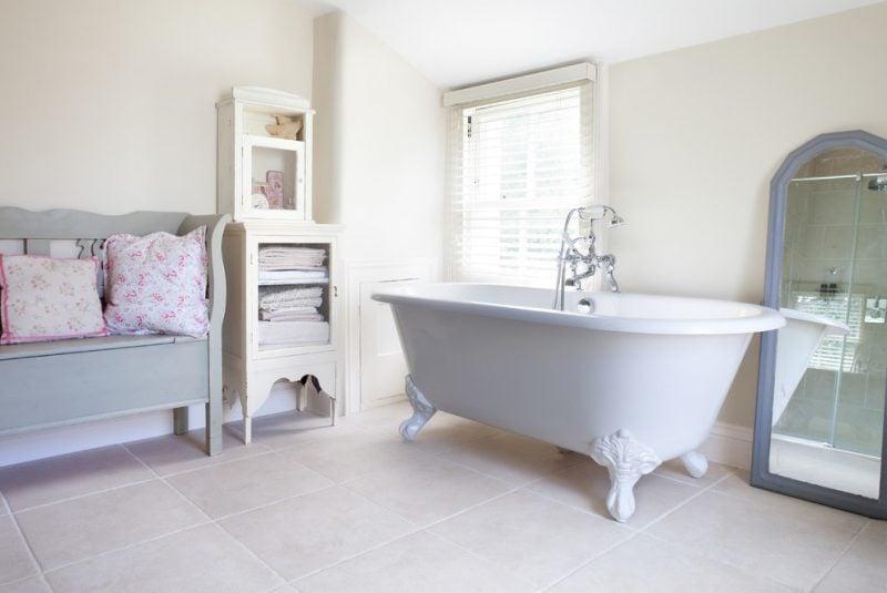 shabby chic badezimmer ihr weg zum traumbad badezimmer. Black Bedroom Furniture Sets. Home Design Ideas