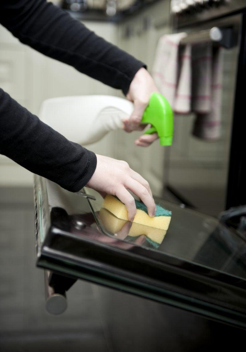 backofen reinigen oder wie der backofen wieder sauber wird. Black Bedroom Furniture Sets. Home Design Ideas