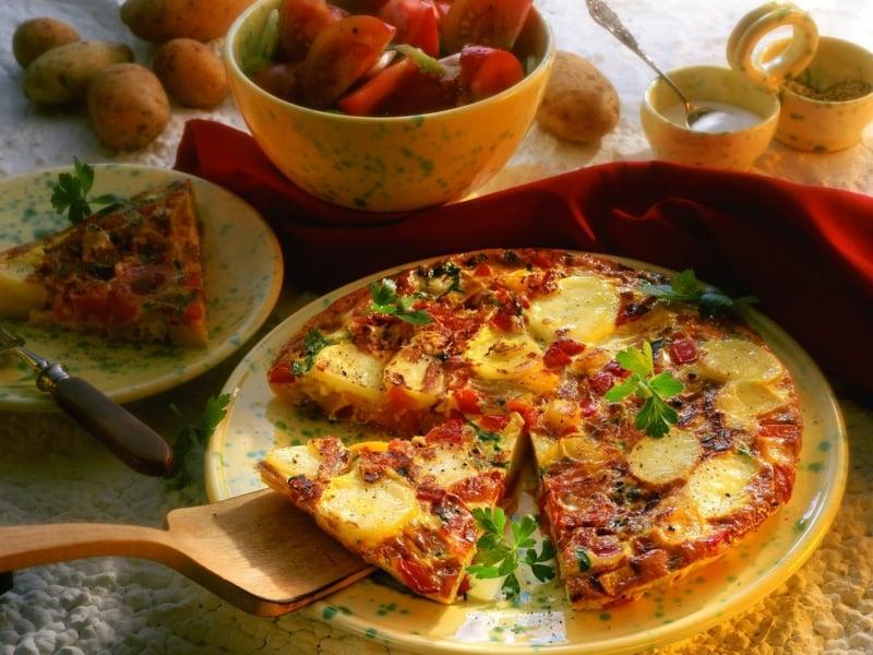 Tortilla Rezept spanisch Kartoffeln Tomaten und Paprika