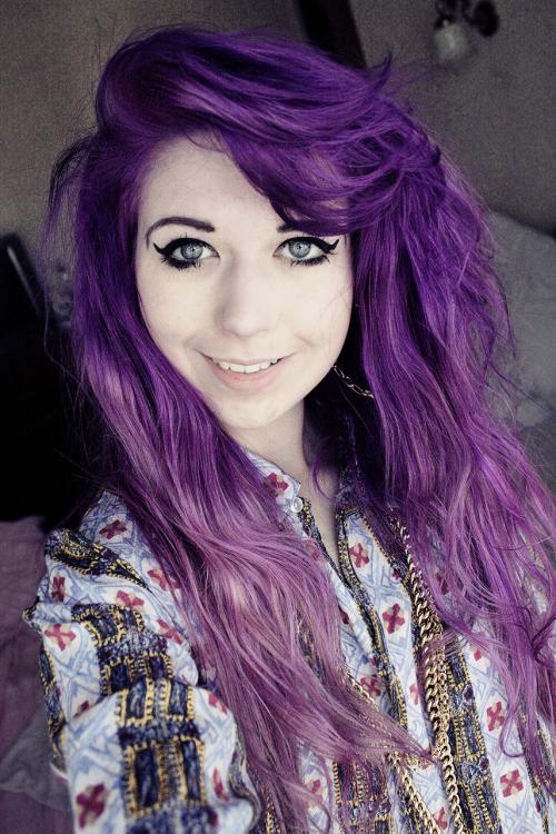 dunkel lila haare violette haare lila haarfarbe tendenzen haarstyling