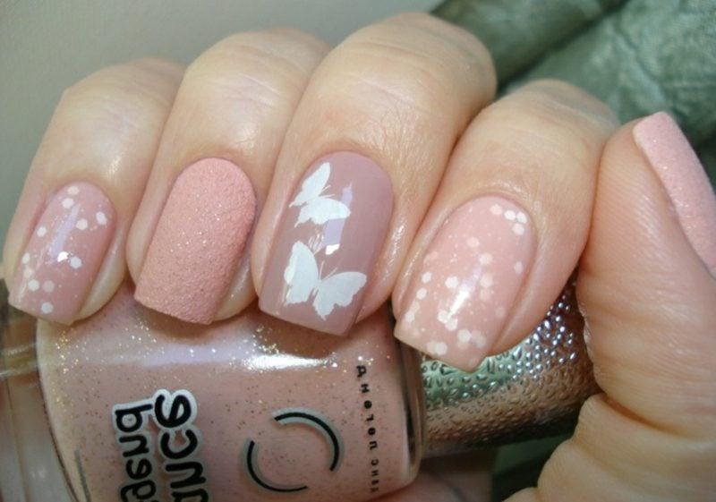 Nageldesign Hochzeit rosa Fingernägel Punkte Schmetterlinge