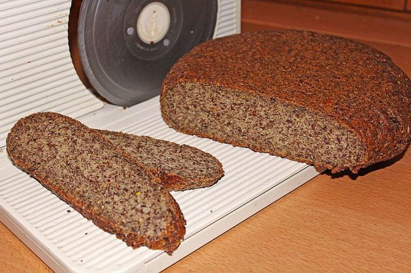 Leinsamen gesund Brot aus Leinsamenmehl backen