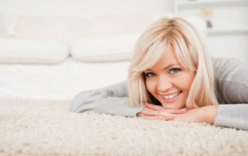 Fettfleck entfernen mit Hausmitteln Teppich