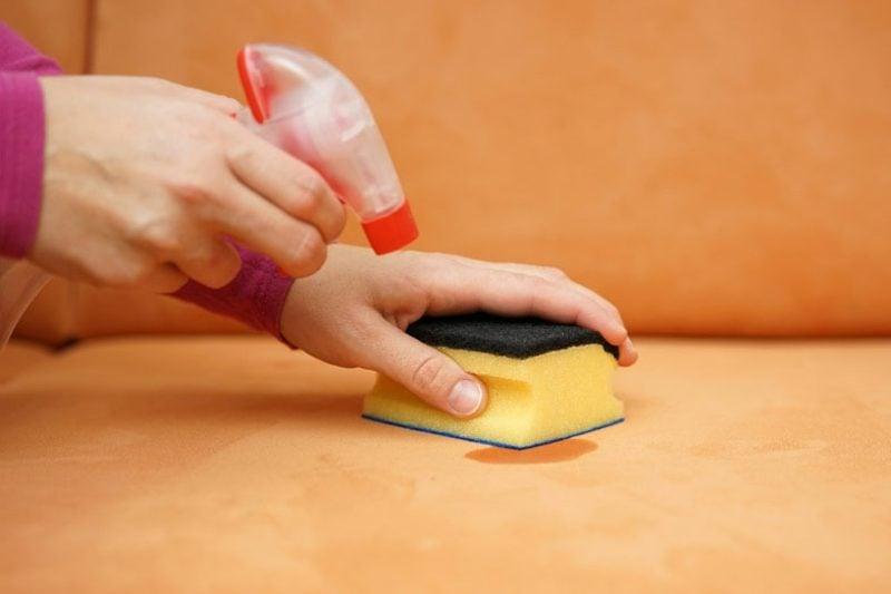 Fettfleck entfernen mit Hausmitteln Polsterung