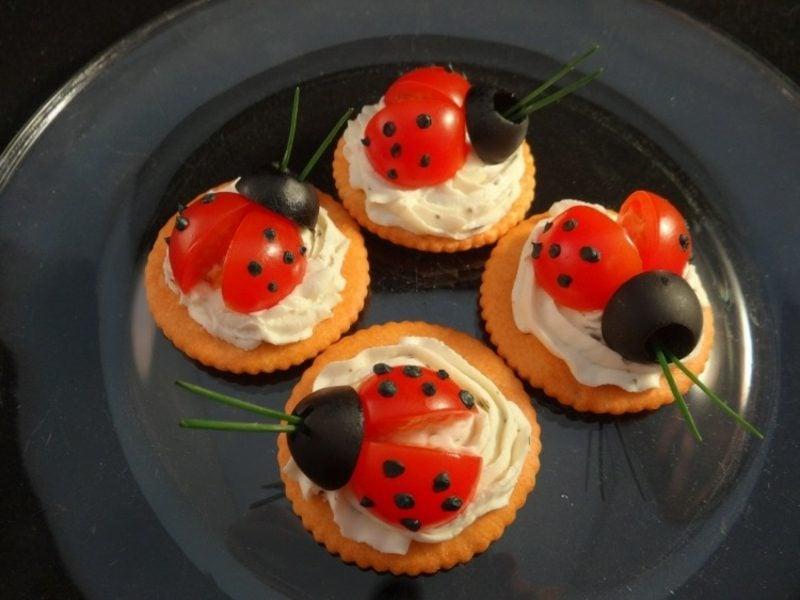 Essen für Geburtstag Kinderparty Fingerfood originell arrangiert
