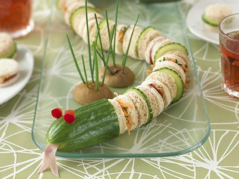 Essen zum Kindergeburtstag lustige Schlange aus Sandwiches