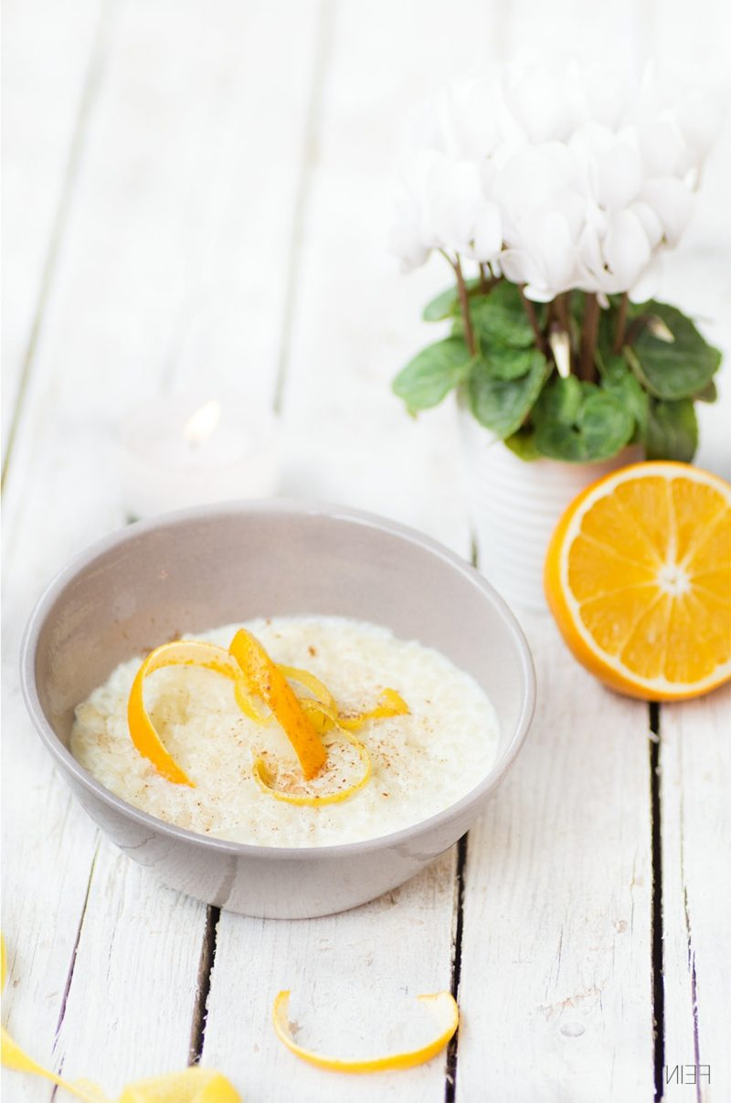 Reisgerichte spanischer Milchreis mit Orangen- und Zitronenschalen