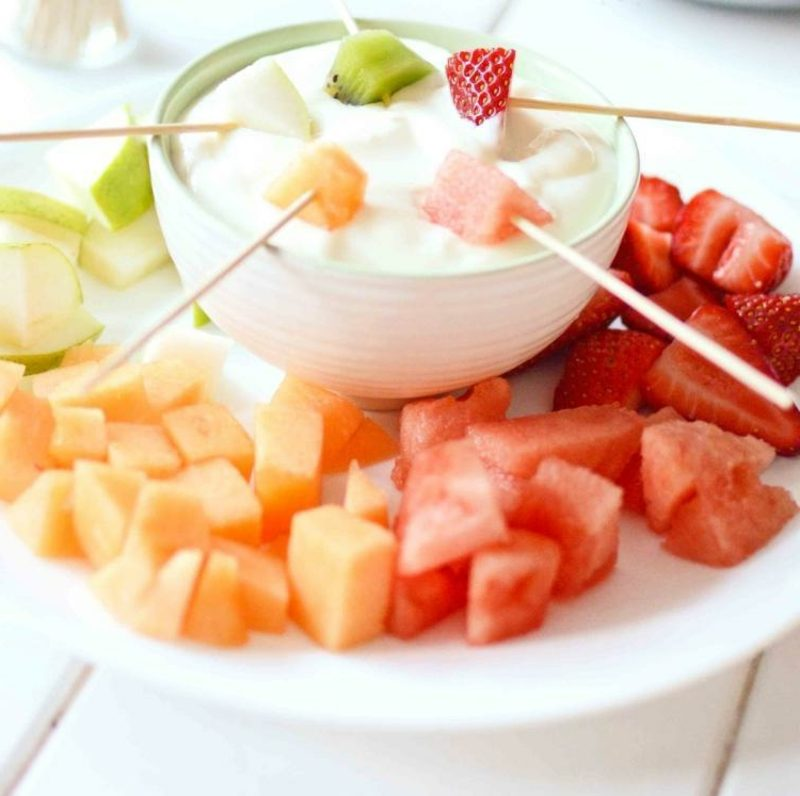 Kindergeburtstag Fingerfood frisches Obst mit Joghurt