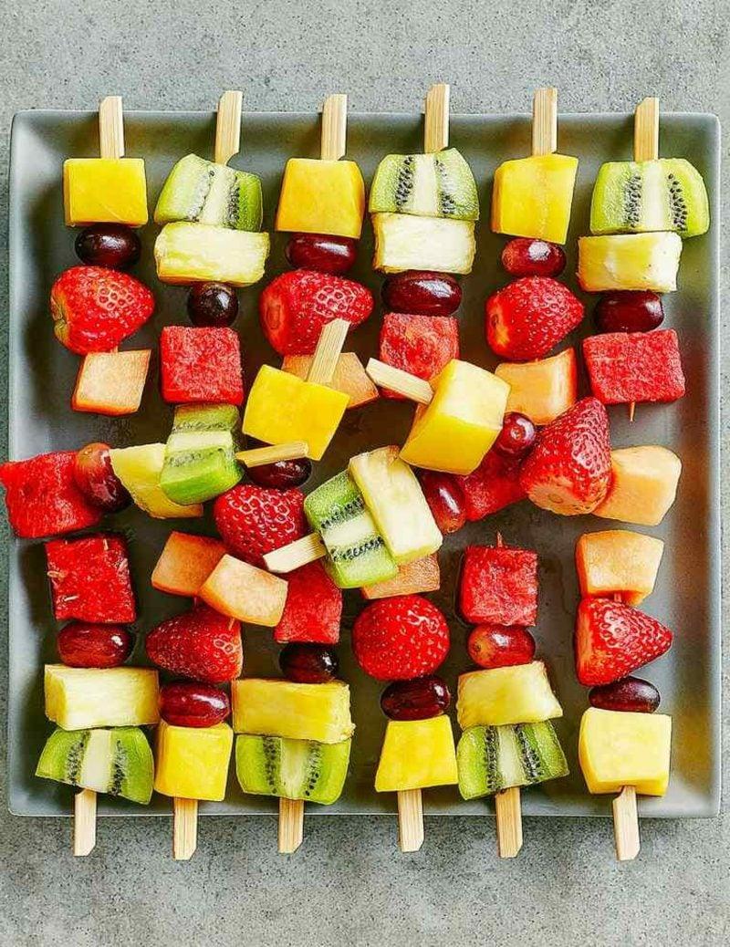 Snacks Kindergeburtstag gesunde Obst-Spiessen