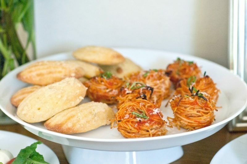 Ideen für Abendessen Kinderparty Häppchen mit Spaghetti und Parmesan
