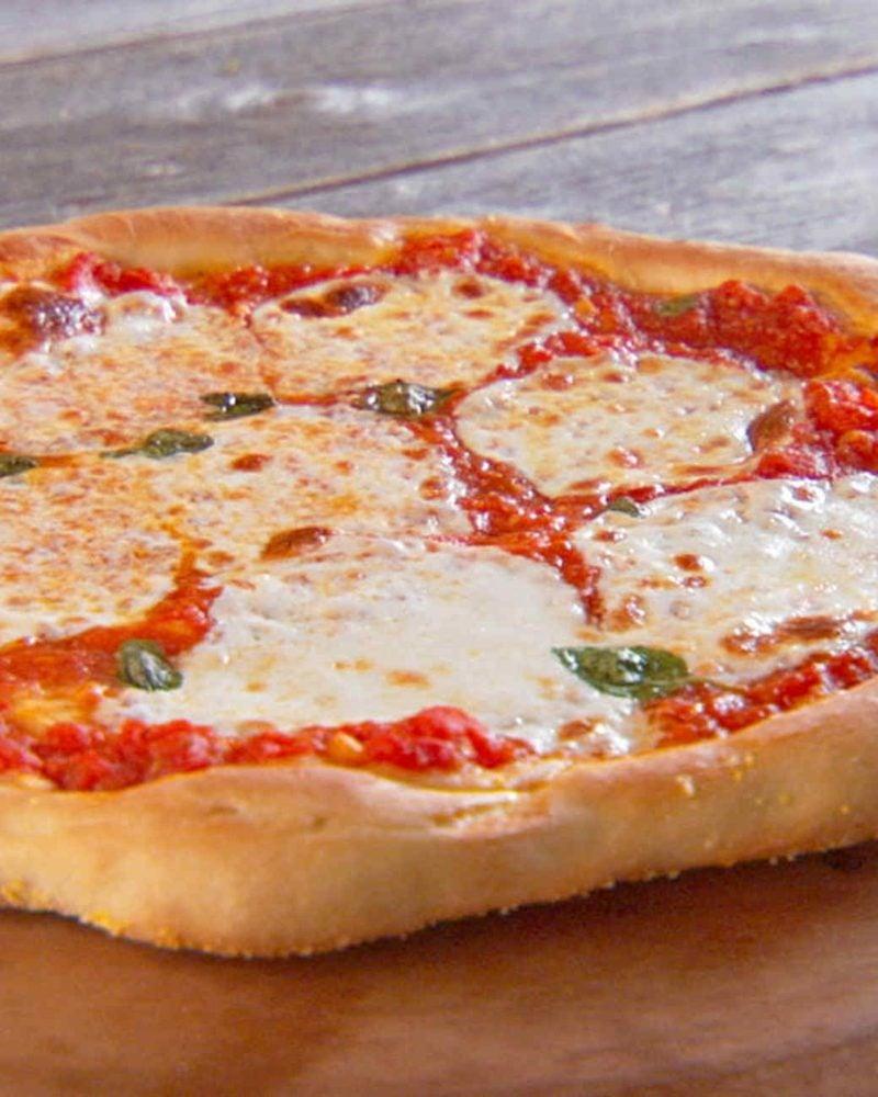 pizza calzone margarita pizza