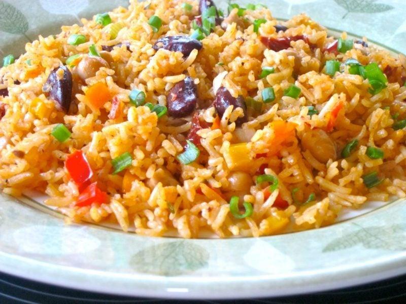 Reis vegan mexikanisches Rezept mit Tomaten und Bohnen
