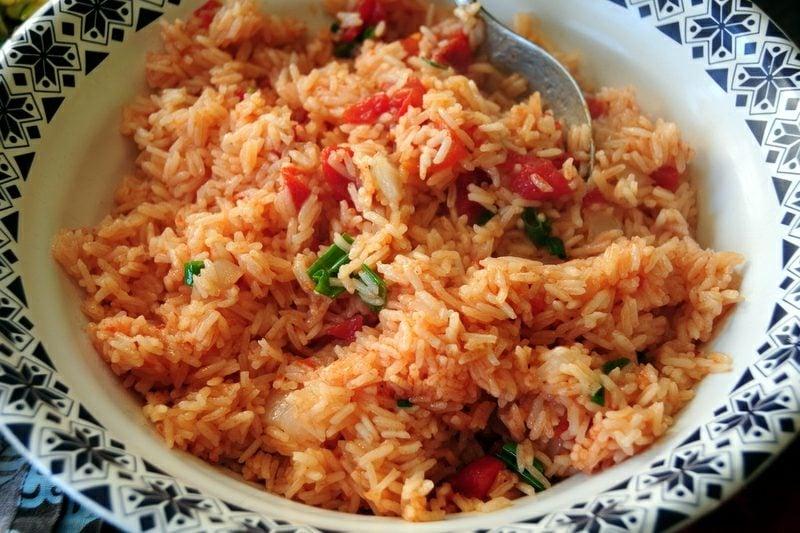 Reis vegan mexikanisches Reisgericht mit Tomaten