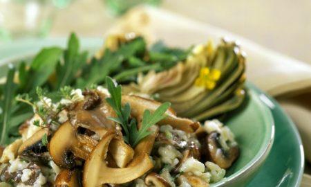 gesunde Gerichte mit reis Risotto mit Rucola und Pilzen